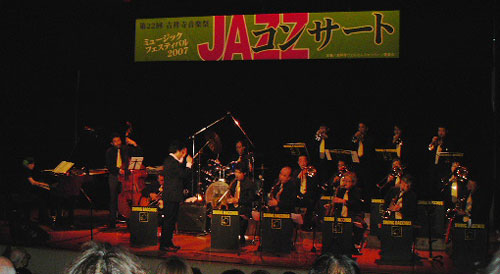 Swing_Bacchus_and_Eiji_Taniguchi_070502.jpg